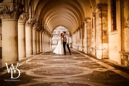 młoda para na placu św. Marka w Wenecji
