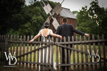 Stary młyn i wiatrak, plener ślubny, wieś