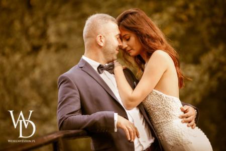 Romantyczna pozycja zdjęciowa, sesja ślubna w stylu boho