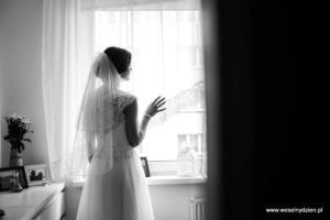 04-sesja z przygotowań - weselnydzien (25)